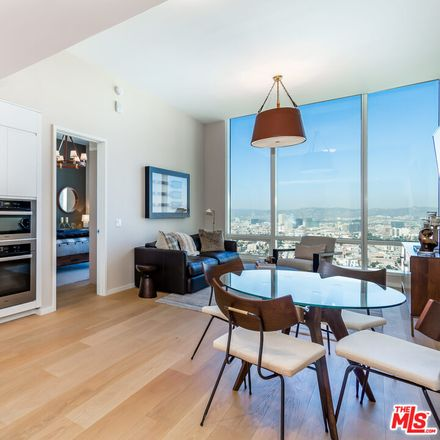 Rent this 1 bed condo on 877 Francisco Street in Los Angeles, CA 90017