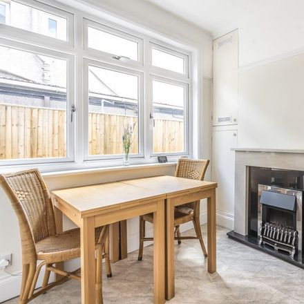 Rent this 4 bed house on Davenant Road in Oxford OX2 8BY, United Kingdom