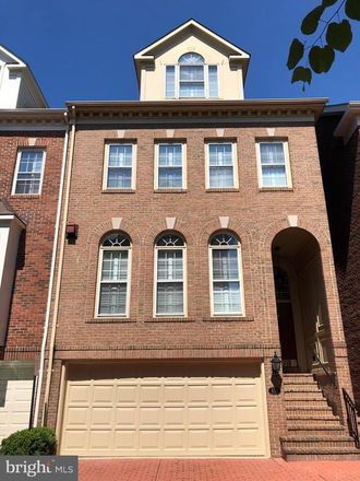 Rent this 3 bed townhouse on 814 Rivergate Place in Alexandria, VA 22314