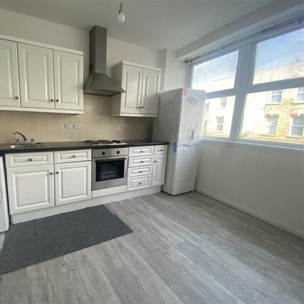 Rent this 2 bed apartment on Aldi in 18-20 Station Road, London SE25 5AJ