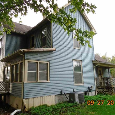 Rent this 3 bed house on 121 Grove St NW in Shellsburg, IA