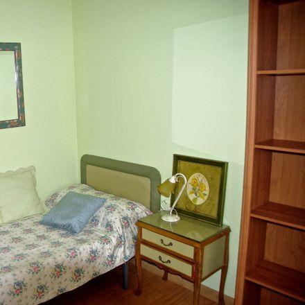 Rent this 3 bed room on Calle Marqués de Murrieta in 3, 26001 Logroño