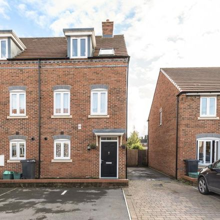 Rent this 4 bed house on Boundary Road in Newbury RG14 5QE, United Kingdom