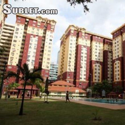 Rent this 3 bed apartment on Kontena Nasional Berhad in Old Klang Road, Sungei Way
