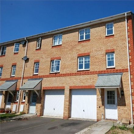 Rent this 3 bed house on Izod Road in Rugby CV21 2JZ, United Kingdom