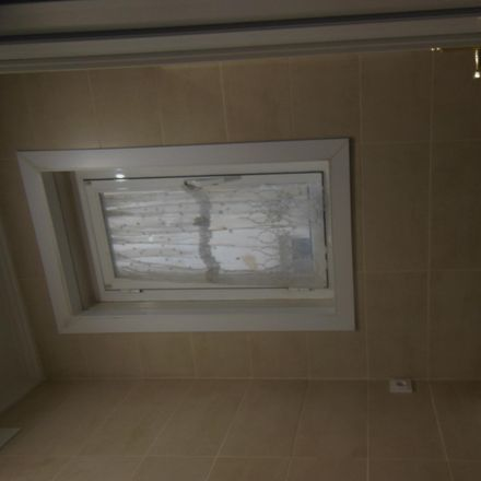 Rent this 3 bed room on Calle de Zaragoza in 6, 28001 Madrid