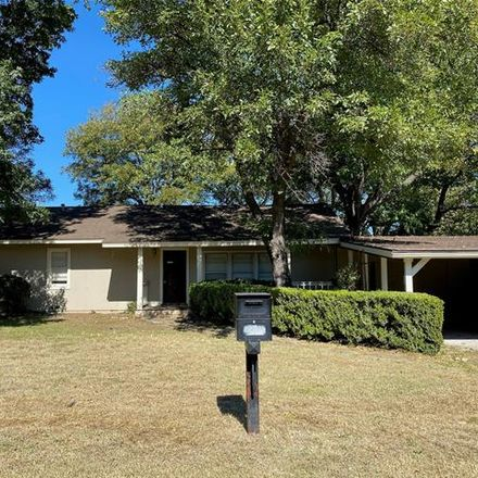 Rent this 3 bed house on 1701 Thompson Street in Bridgeport, TX 76426