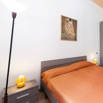 Rent this 4 bed room on Cafè Des Amis in Via Anton Francesco Doni, 50144 Florence Florence