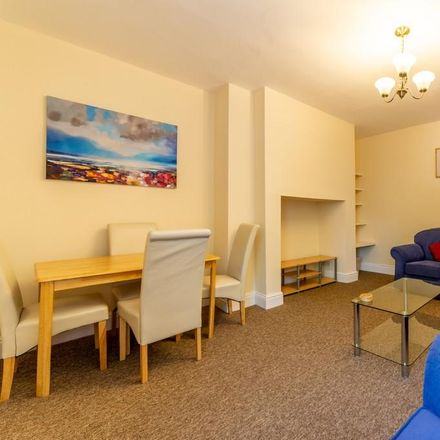 Rent this 4 bed apartment on Mills Pharmacy in Station Road, Newcastle upon Tyne NE3 1QJ