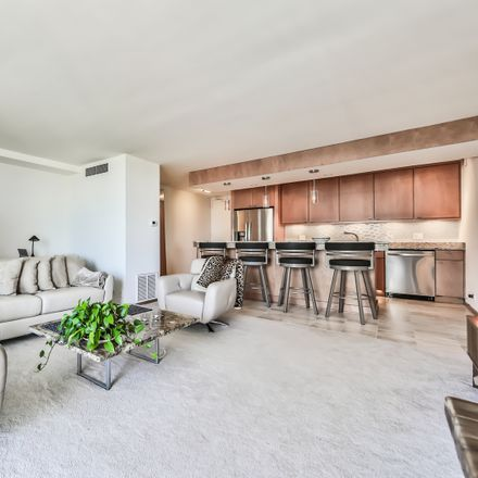 Rent this 1 bed condo on North Sheridan Road in Chicago, IL 60660
