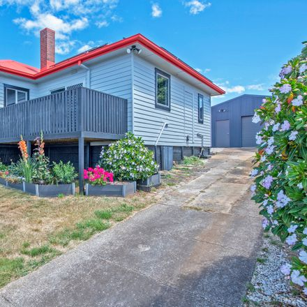 Rent this 3 bed house on 27 Ashwater Crescent