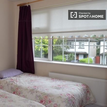 Rent this 3 bed apartment on Glenvara Park 77-225 in Knocklyon, Dublin 16