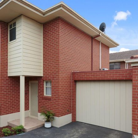 Rent this 3 bed townhouse on 2/32 Rosella Street