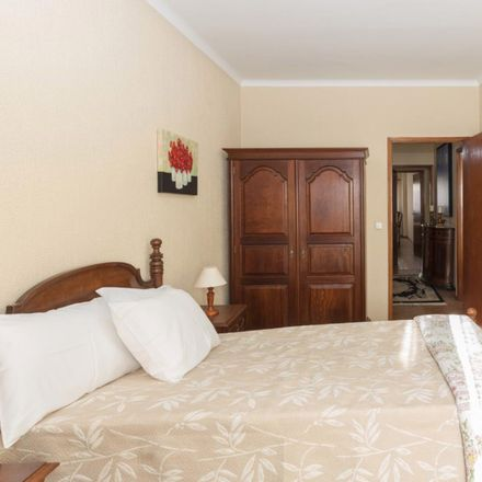 Rent this 3 bed room on Rua da Fonte de Contumil in 44350-198 Campanhã, Portugal