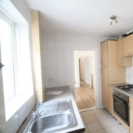 Rent this 3 bed house on Full Moon Chinese Takeaway in 263 Castle Road, Chatham ME4 5HY