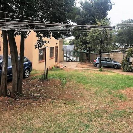Rent this 5 bed house on Auckland Avenue in Auckland Park, Johannesburg