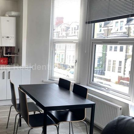 Rent this 3 bed apartment on 66 Colum Road in Cardiff, United Kingdom