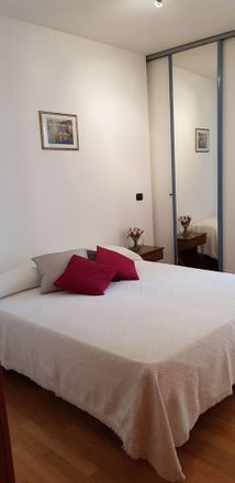 Armadio Camera Letto Matrimoniale.Room In 3 Bed Apt At Via Attilio Biasco 39 73100 Lecce Le Italy