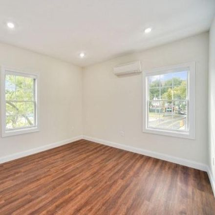 Rent this 2 bed house on Auto Body in Park Avenue, Summit