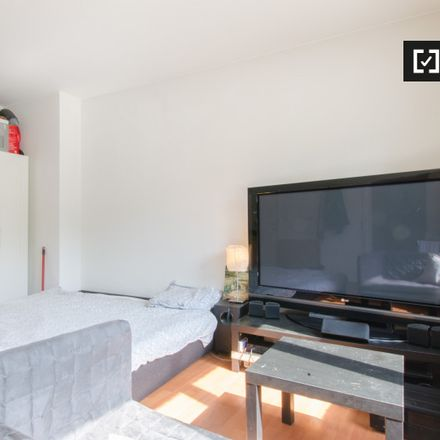 Rent this 6 bed apartment on Viaduct E40 in E40, 1932 Kraainem