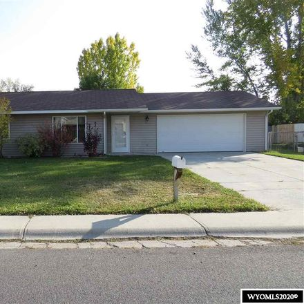 Rent this 2 bed house on W Monroe Ave in Riverton, WY