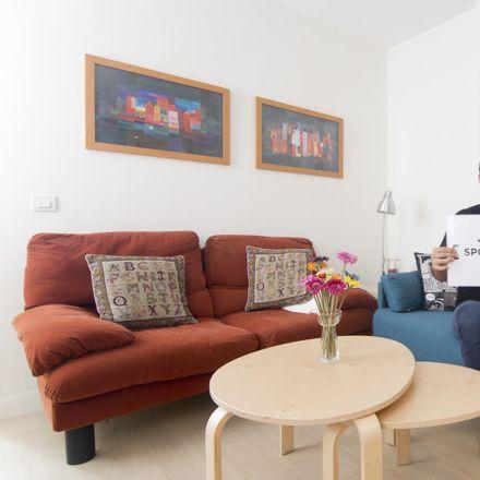 Rent this 2 bed apartment on Calle de Fernández de los Ríos in 29, 28015 Madrid