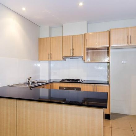 Rent this 2 bed apartment on 18/36-40 Gladstone Street