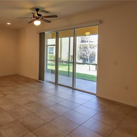 Rent this 3 bed townhouse on Pine Dr in Tampa, FL