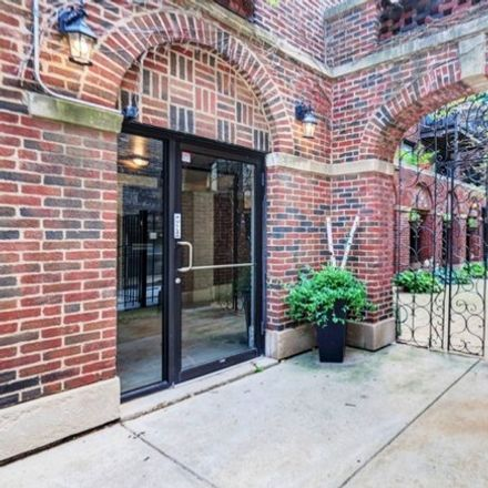 Rent this 1 bed condo on West Roscoe Street in Chicago, IL 60657