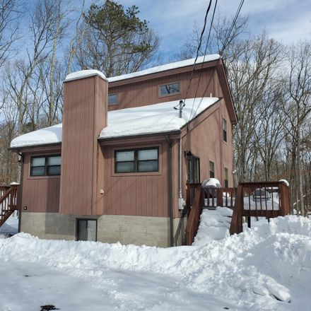 Rent this 3 bed house on 360 Oak Hill Rd in Hawley, PA