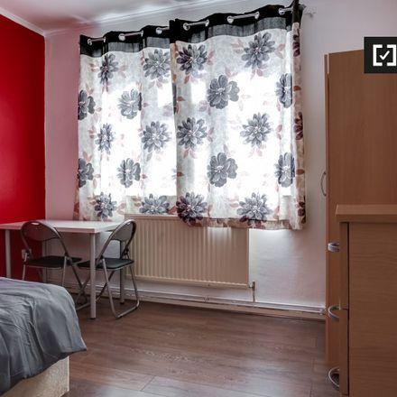 Rent this 3 bed apartment on Palliser House in Ernest Street, London E1 4SH