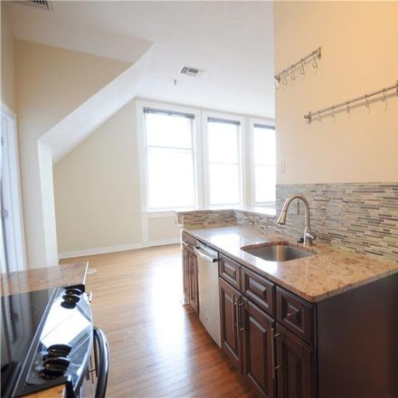 Rent this 3 bed condo on 27 Hillside Place in New Britain, CT 06051