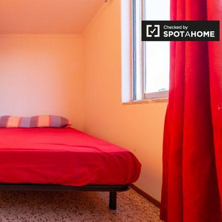 Rent this 5 bed room on Rua Cova da Castelhana in 2645-197 Cascais e Estoril, Portugal