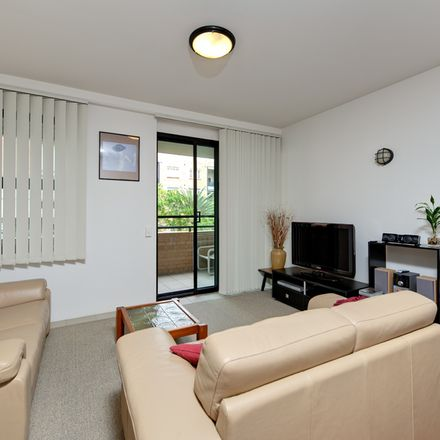 Rent this 1 bed apartment on 139 Commercial Road