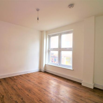 Rent this 1 bed apartment on Confident Dental Care in 20 King Street, Luton LU1 2DP