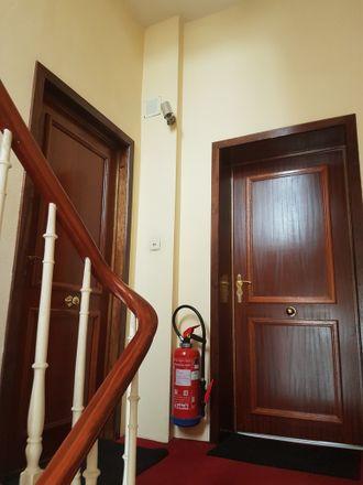 Rent this 2 bed apartment on Lakenweversstraat 58 in 1050 Elsene, Belgium
