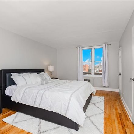 Rent this 3 bed apartment on 2750 Johnson Avenue in New York, NY 10463