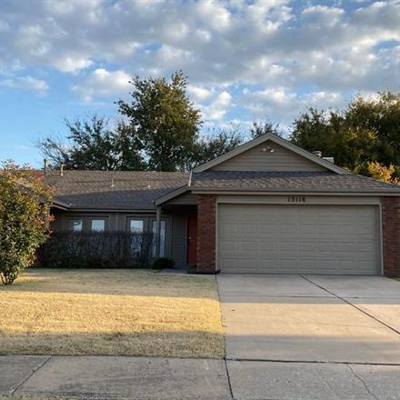 Rent this 3 bed duplex on East 44th Street in Tulsa, OK 74134