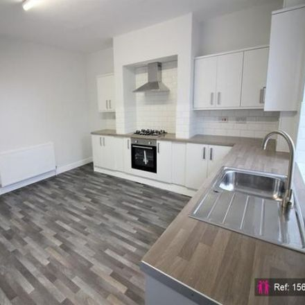Rent this 3 bed house on Bradford Road Newsagents in Colbeck Row, Kirklees WF17 9NR
