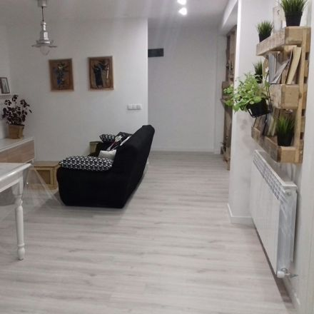 Rent this 3 bed room on Calle de los Herrán in 01002 Vitoria-Gasteiz, Álava