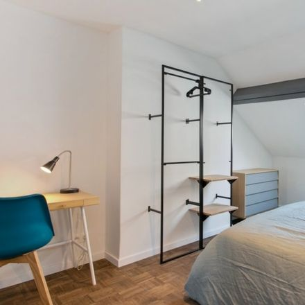 Rent this 9 bed apartment on Rue Henri Wafelaerts - Henri Wafelaertsstraat 20 in 1060 Saint-Gilles - Sint-Gillis, Belgium