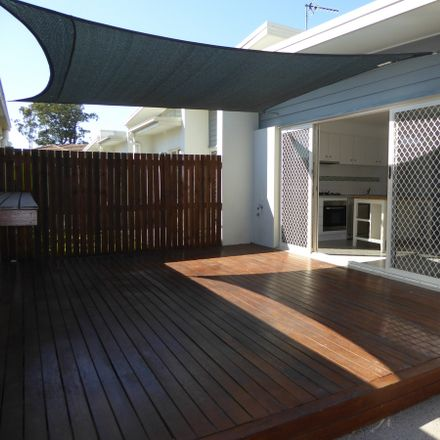 Rent this 2 bed apartment on 5/4 MARANOA Street