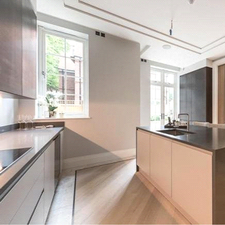 Rent this 4 bed apartment on Wyldewood / Fernwood in Arden Court Gardens, London N2 0AZ