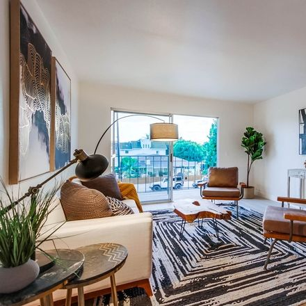 Rent this 1 bed townhouse on 4011 Lamont Street in San Diego, CA 92109