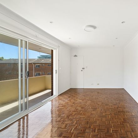 Rent this 2 bed apartment on 5/11a Lamrock Avenue
