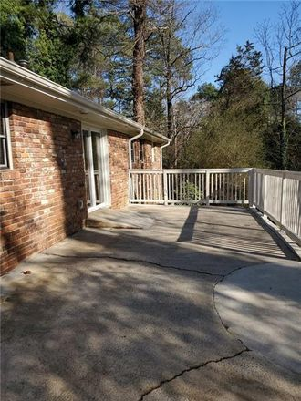Rent this 3 bed house on Lynnwood Dr in Carrollton, GA