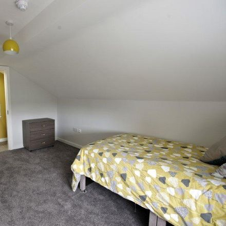 Rent this 7 bed room on Royal Oak in Oldham Road, Oldham M35 9DQ