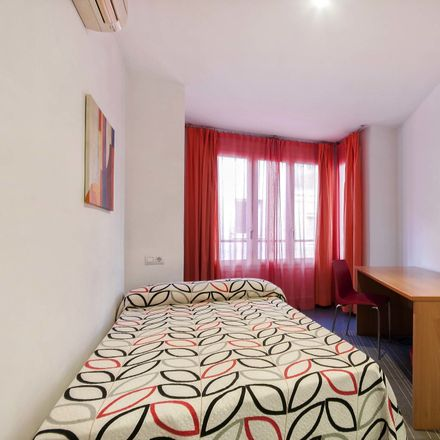 Rent this 7 bed room on calle del pozo in 03004 Alacant, Spain