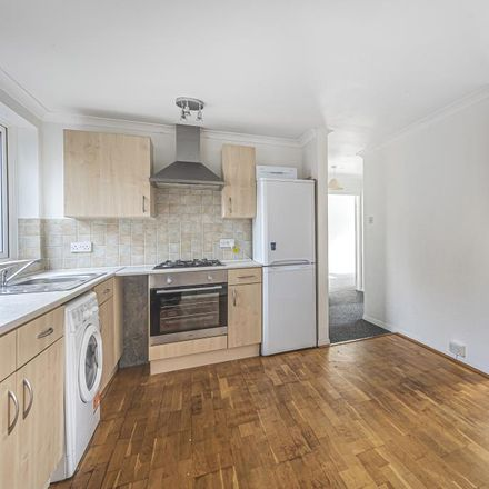Rent this 3 bed apartment on Greenlands Court in Sunderland Road, Pinkneys Green SL6 5HH