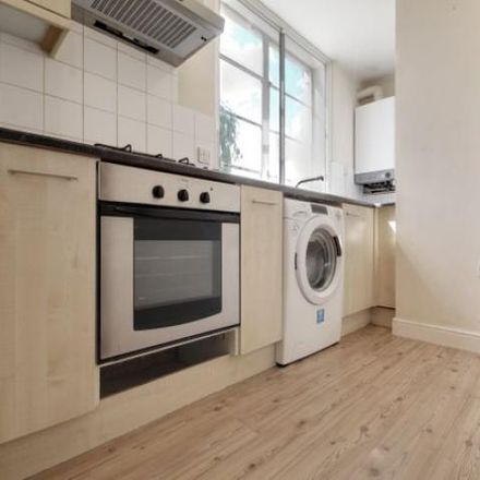 Rent this 3 bed apartment on Boston College Spalding in Red Lion Street, Spalding PE11 1SX